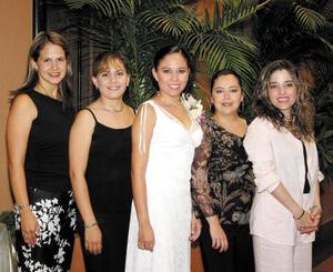 <u> 25 de septiembre </u> <p> Vero Ballesteros de Sosa, Laura Montes, Curry Sosa y Paola Gutiérrez acompañaron a Ivonne Mendoza Tirado en su primera despedida de soltera.
