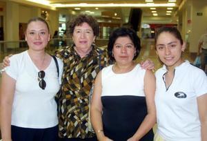Emma de León, Ana Lilia Díaz de León, María del Refugio Pérez de González y Patricia González Pérez.