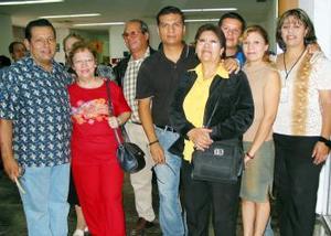 <u> 27 de septiembre </u> <p>  Viajó a Barcelona, Víctor Arturo Hernández donde radicará, lo despidió la familia Hernández  Navarrete y los pastores Ricardo y Tavita Villanueva