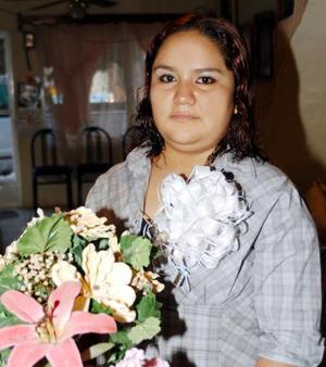 <u> 27 de septiembre </u> <p> Paloma Fabiola Solís Hernández en la despedida de soltera que le ofrecieron su mamá Sandra Luz Hernández de Pérez