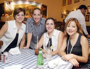 Graciela León, Linda Trasfí, Gaby Torres y Coquis González.