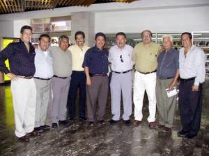 <u> 29 de septiembre </u> <p>  Aureliano Hernández Alonso retornó a Guadalajara después de asistir a la inauguración de un torneo de softbol de la sección 35, lo despidió un grupo de caballeros.