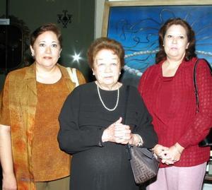 Consuelo Flores de Pámanes, Guadalupe Pámanes de Serrano y Patricia Pámanes de González