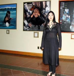 <u> 28 de septiembre </u> <p>  El hiperrealismo fantástico de Lorena Rodríguez inundó la galería del club campestre con su obra titulada Metamorfosis.