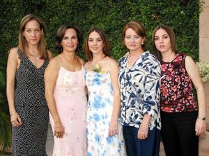 <u> 29 de septiembre </u> <p> Sofía Garza acompañada de Ana Laura Berlanga, Bety de Berlanga, Susana García de Garza y Susana Garza en su segunda despedida de sotlera.