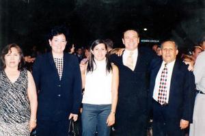 Felicitaron a la Lic. América Rangel Gutiérrez, ganadora del torfeo Cristal 2003 y pre-seleccionada nacional para asistir a las olimpiadas de Atenas 23004 sus familiares.