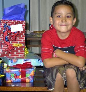 Jesús Eduardo fue festejado con una divertida piñata, él es hijo de Jesús Reyes y Graciela León.