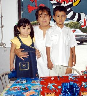 Seis años de edad cumplió Mikel Salcido Valenzuela, por ello fue festejado con un convivio organizado por su mamá Gabriela Valenzuela y su hermanita Gaby