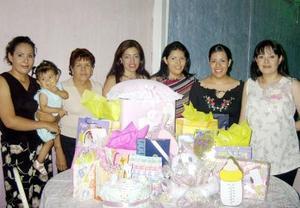 María del Socorro Cardona Favela en la fiesta de canastilla que le ofrecieron con motivo del nacimiento de su primer bebé.