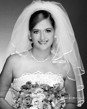 Srita. Claudia Elizabeth Pacheco Elizalde el día de su enlace nupcial con el L.C. Eduardo Hernández Parada. <p> <i>Estudio: Maqueda</i>