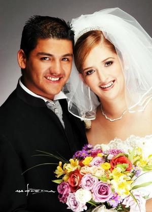 L.C. Eduardo Hernández Parada y Srita. Claudia Elizabeth Pacheco Elizalde recibieron la bendición nupcial  el seis de septiembre de 2003. <p> <i>Estudio: Maqueda</i>