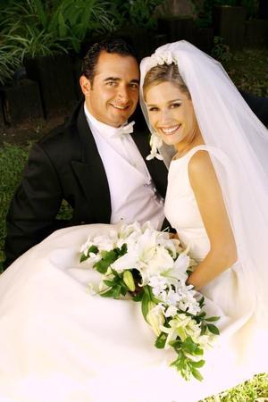 Sr. Guillermo Arena Barroso y Srita. Astrid Alatorre Serna contrajeron matrimonio religioso en la parroquia de San Pedro Apóstol el seis de septiembre de 2003.