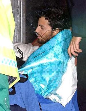 Inmediatamente después Blaine fue colocado en una camilla y llevado en ambulancia a un hospital privado, donde le son realizadas una serie de pruebas para determinar si el ayuno autoimpuesto le ha causado daños a su salud.