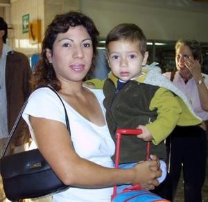L- Solvia Olague López y Orlando Aguilar Olague viajaron a la Ciudad de México