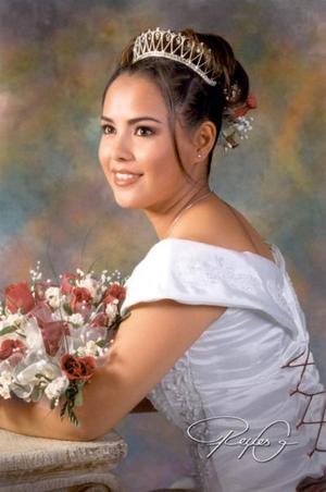 Srita. Aime Marcela Gómez Aguirre en una fotografía de estudio con motivo de sus XV años, es hija del Sr. Alberto ALvarado y de la Sra. Ofelia Hernández Tapia.
