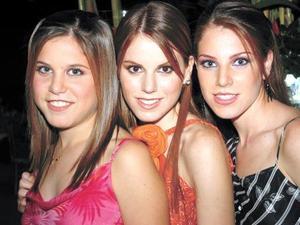 Guadalupe Estrada Villarreal fue festejada con una fiesta de despedida por sus hermanas Mariana y Anavilli Estrada Villarreal.