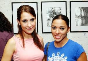 <u>03 octubre</u> <p> Karina Gómez y Mey Yein.