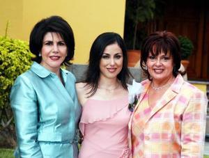 <u>03 octubre </u><p> Luly Díaz de León Maisterrena junto a su mamá Guadalupe Maisterrna de Díaz y su futura suegra Lidia Laguera Balandra