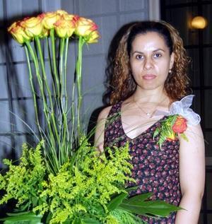 Beatriz García Martínez en la despedida de soltera que le ofrecieron por su próxima boda con Pablo César Ugalde Cervantes.