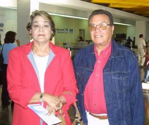 <u>01 octubre </u><p> Romelia Reyes de Torres se trasladó a Tijuana para asistir a la fiesta de quince años de su nieta, la despidió su esposo el señor Manuel Torres González.
