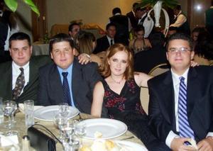 <u>04 octubre 2003</u> <p> Saúl, Carlos, Brenda y Rolando Noyola en pasado convivio social.