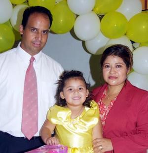 Karen Alondra celebró su tercer cumpleaños con un convivio preparado por sus papás Lic. Raúl Machain Valadez y Lic. María Magdalena Pascual de Machain.