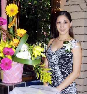 Lorena Garza Gallardo en la primera despedida de soltera que le ofrecieron su mamá María Guadalupe Gallardo de Garza y su futura suegra María del Carmen Rivera de Sileiro.