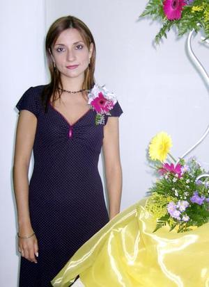 <u>04 octubre </u> <p> Por su cercano enlace ofrecieron un convivio para Mónica Pereyra López.