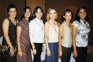 Olga Elisa García Garza con sus amigas Hilda, Rocío, Mónica, Cristina y Brenda en la despedida que le ofrecieron por su cercano matrimonio.