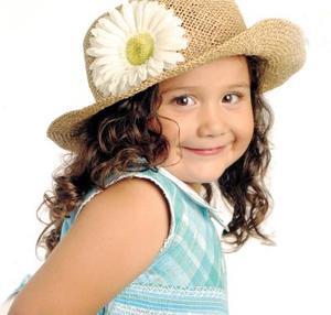 Valeria Escobedo Ramírez en un estudio fotográfico con motivo de su tercer año de vida