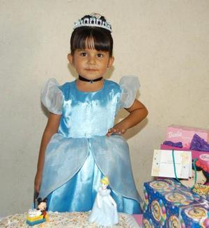 <u>06 octubre</u><p> Por su cuarto aniversario de vida, Andrea Ramírez Alcalá fue festejada con una fiesta ofrecida por sus papás Roberto y América Ramírez