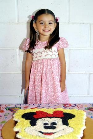 <u>07 octubre</u><p> La pequeña Marcela Sifuentes Ramos cumplió tres años de vida; sus padres Armando Sifuentes Tijerina y Natalia Ramos Martínez la festejaron