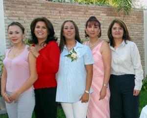 Jaqueline Alonzo de Puente acompañada de Susy Arredondo, Mónica de Alonso, Marisela Alonzo y Susana Cueto en su fiesta de canastilla.