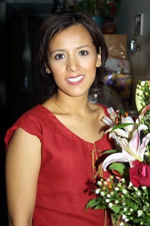 Sandra N. Hernández Ruiz en la despedida de soltera que le organizaron por su próximo enlace con  Jaime Jiménez Sánchez