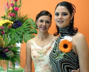 <u>08 octubre </u> <p> Srita. Mayra Rentería Vargas en compañíade su mamá la señora Coco Vargas de Retería anfitriona de su despedida de soltera.