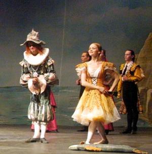 SOLISTAS<p> -Dulcinea: Elena Andrienko.  <p> -Basilio: Konstantin Ivanov.  <p> -Don Quixote : Vassili Ialpaev.  <p> -Sancho Panza : Vladimir Chabaline.  <p> -Gamash: Marat Akhmetzyanov.  <p> -Juanita (amiga de Dulcinea): Maria Khrisanova.  <p> -Priscila (amiga de Dulcinea): Olga Novenkova.  <p> -Toreador: Alexandre Zverev.  <p> -Bailarina callejera: Tatiana Birioukova.  <p> -Mercedes: Yulia Langueva.  <p> -Lorenzo, el hostelero: Igor Kousnetsov.  <p> -Princesa de las Driadas: Tatiana Birioukova.  <p> -Cupido: Svetlana Sevryugina.  <p> -Gitana: Liubov Sharova.  <p>