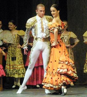 """No se sabía si admirar los bailes, el vestuario o la interpretación de los personajes. Porque sin una gran escenografía, el Teatro Bolshoi logró """"encantar"""" al público lagunero con Don Quijote."""