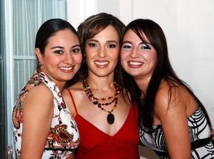 <u>09 octubre</u> <p> Marisol Taboada con sus hermanas Miriam y Michelle.