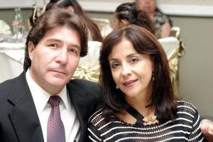 <u>10 octubre</u> <p>  Rubén F. Chávez y Delia del Castillo en pasado convivio.