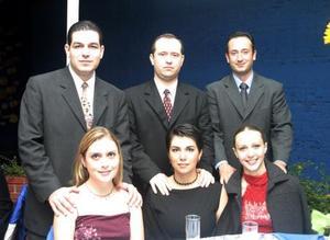 <u>10 octubre 2003</u> <p> Fernando y Ale Orrin; Carlos y Liliana Vázquez; Gabino y Marcela Ayala Hoyos caprados en pasado convivio.