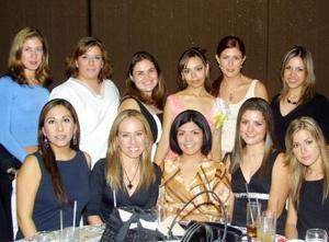 <u>10 octubre </u><p>  Srita Adelú Zamorano Cavanzón acompañada de algunas de sus amiga el día de su despedida de soltera.
