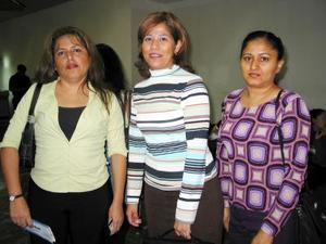 Para asistir al Instituto de Investigación Agrícola, viajaron a México, Norma Leticia Franco, Karina Espinoza y Mónica Escobar.