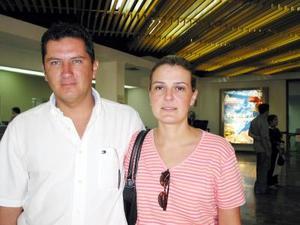 Marcela González y Adriana Ceniceros de González viajaron a Cancún de vacaciones.
