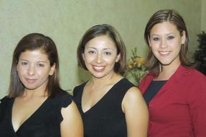 Adriana Martínez, Paty Anaya y Carolina Cepeda disfrutaron de un agradable ambiente en reciente festejo.