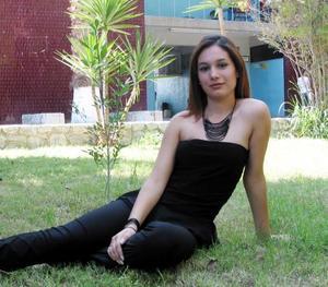 Claudia Castillo M uñoz, candidata a reina de novatos de la FCA 2003.