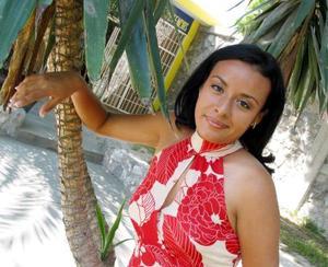 Glenda Elizabeth Maldonado candidata a reina de novatos de la FCA 2003