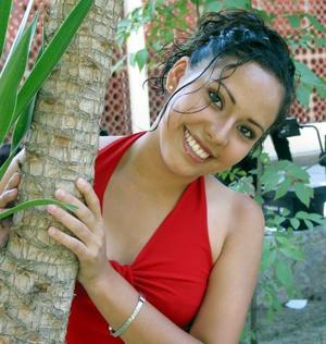 Jéssica Pérez Rodríguez candidata a reina de novatos de la FCA 2003.