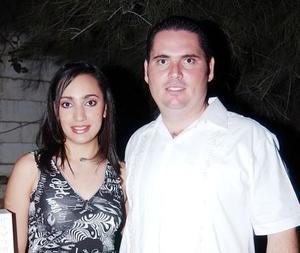 Sofía Diz Jiménez y Luis Alfonso López del Río, en la despedida de solteros que les organizó un grupo de amigos.