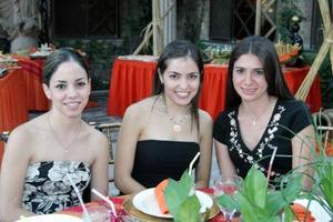 Ana Lorena García, Miriam Villalobos y Laura Batarse en un grato festejo