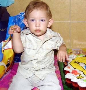 El pequeño José Carlos López de Lara del Río en la piñata que se le ofreció por su primer año de vida.